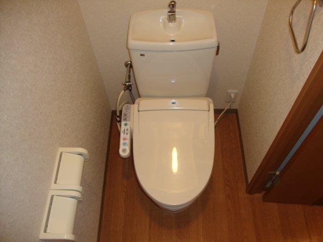 メゾンコンフォース 202号室のトイレ