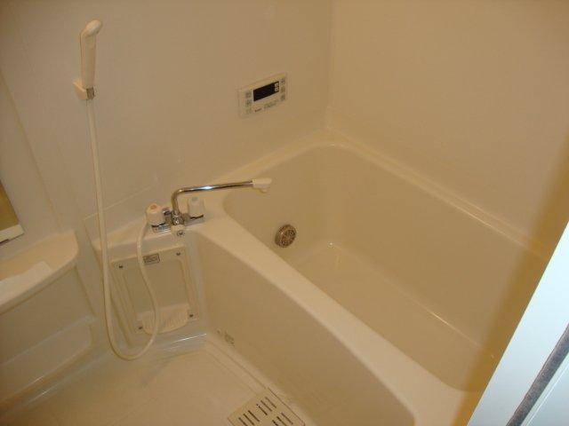 メゾンコンフォース 202号室の風呂