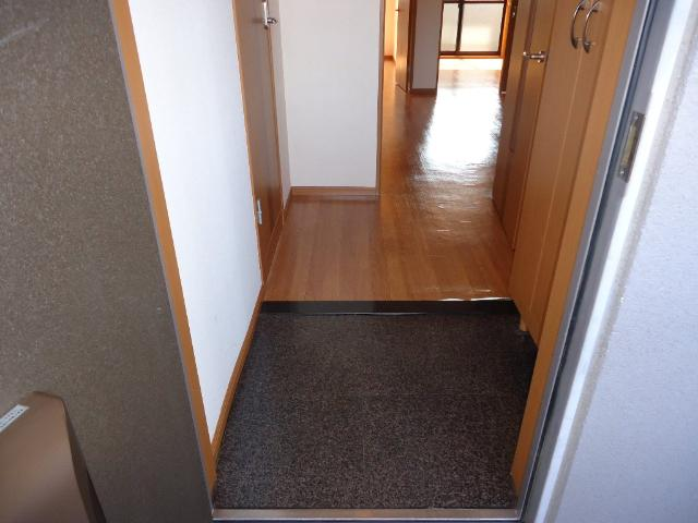 メルヴェール 205号室の玄関