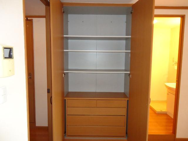 メルヴェール 205号室の収納