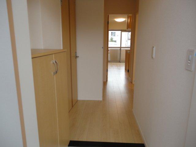 パンプキンフィールド 107号室の玄関