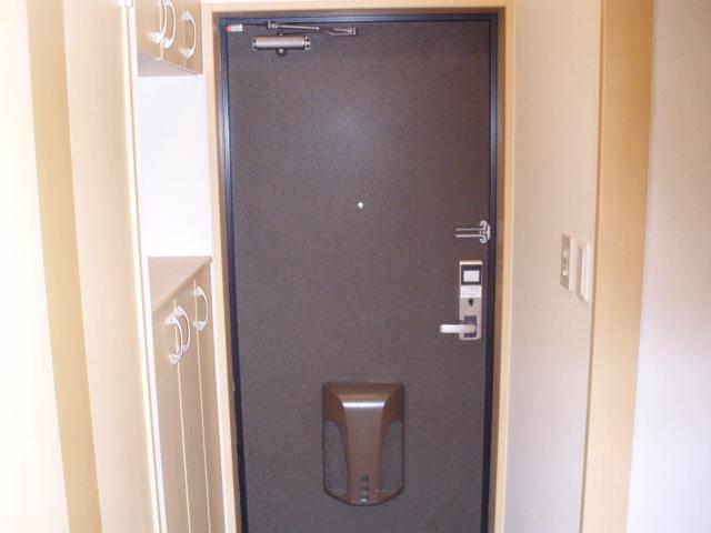 パルティールY 00102号室の玄関