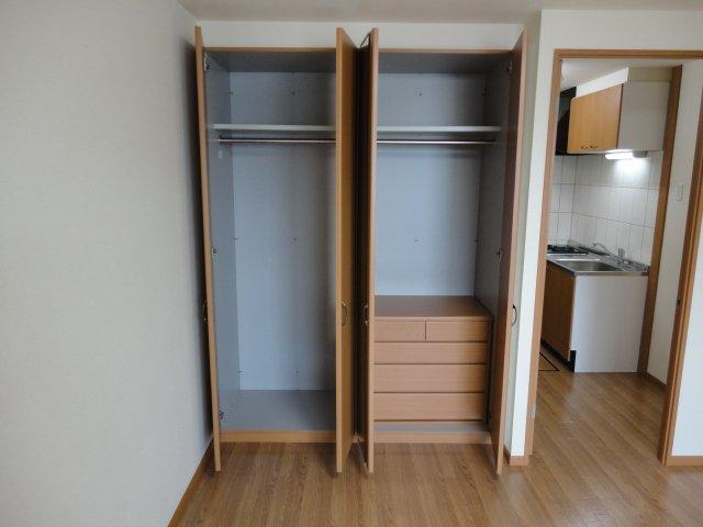 ベル・グラース 00202号室の収納