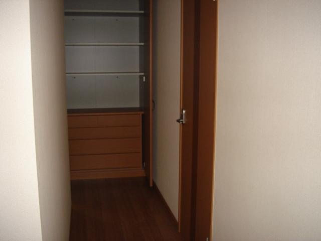 グランチェスタB 00103号室の収納