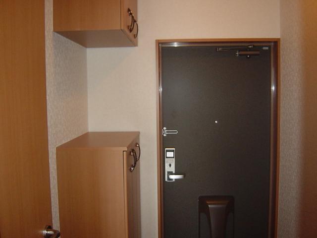 アメニティB 105号室の玄関