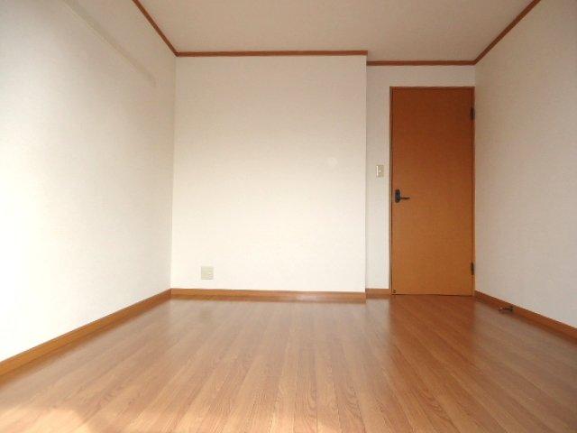ライブリーコート 201号室の居室