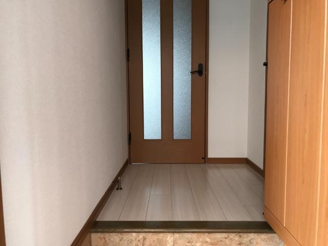 フォレスト粕川 A棟 101号室の玄関