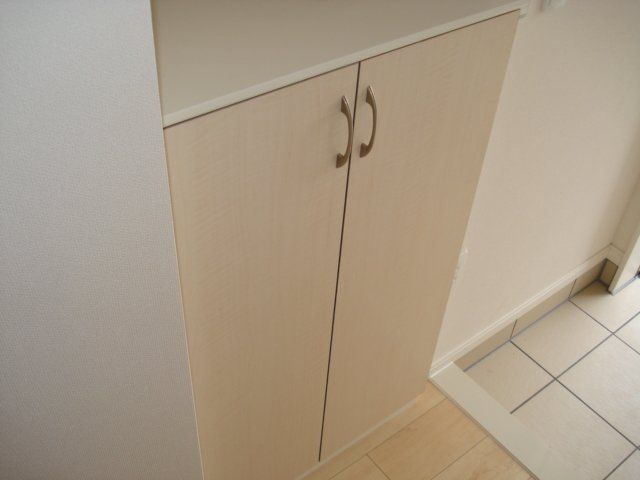 ル・リオン 00202号室の玄関