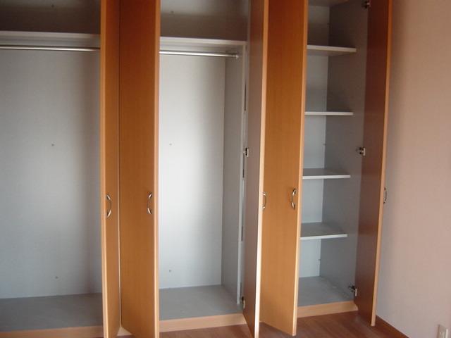 ソレイユ シャトー 302号室の収納