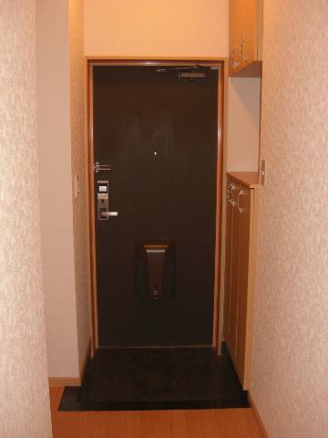 サンパレス 103号室の玄関