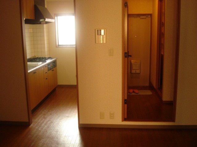 ジュエル壱番館 201号室の居室