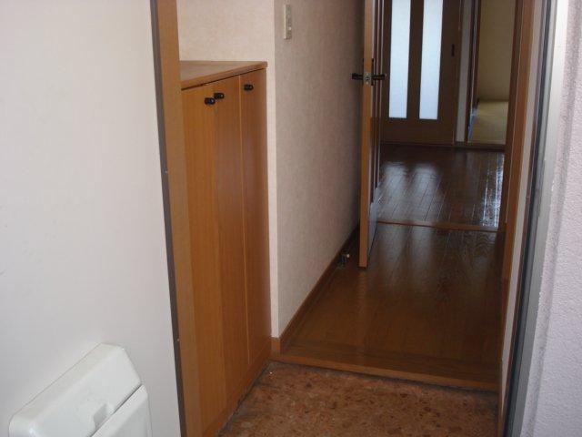 ジュエル壱番館 201号室の玄関