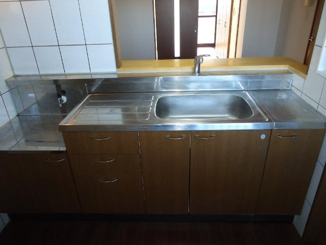 スプリーム アイ 205号室のキッチン