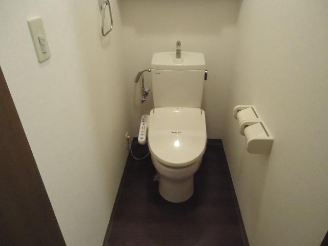 スプリーム アイ 205号室のトイレ