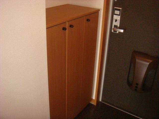 響ガーデンレジデンス 105号室の玄関