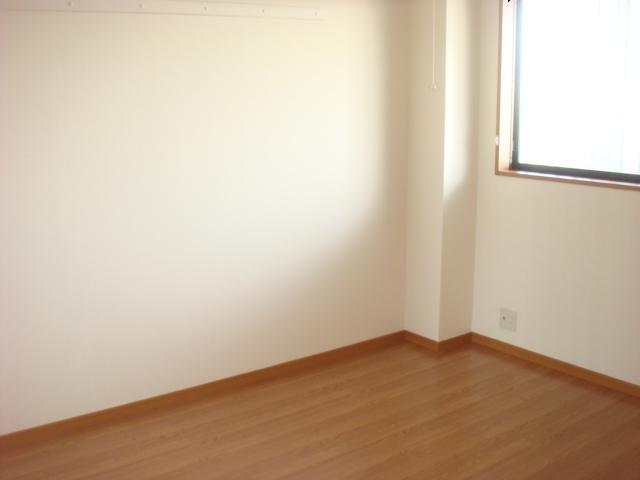 響ガーデンレジデンス 105号室の居室