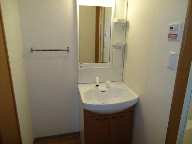 響 00101号室の洗面所