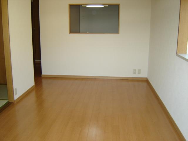 コーポアステル 00201号室のリビング