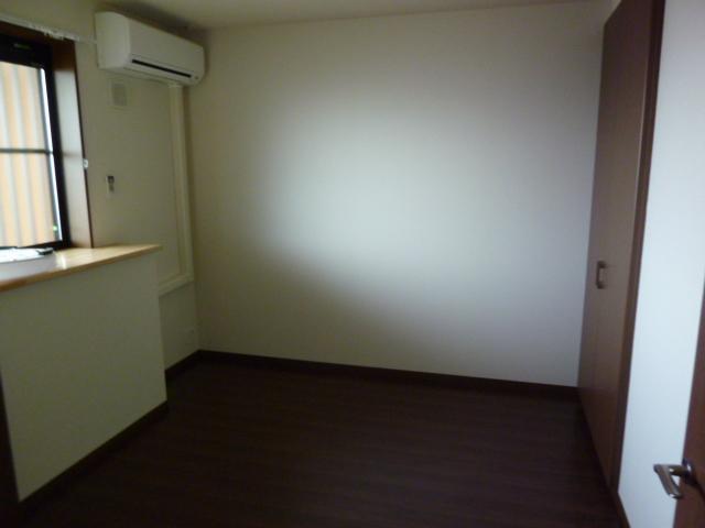 ロイヤル・ガーデン 00101号室のベッドルーム