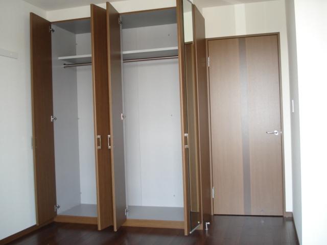 ロイヤル・ガーデン 00101号室の収納