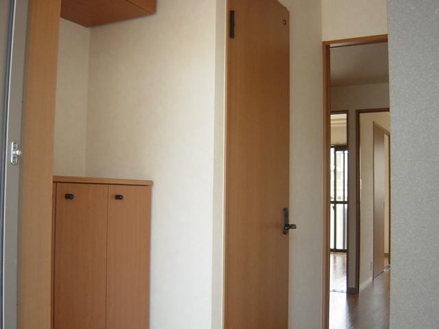 リヴィエール越戸B 101号室の玄関