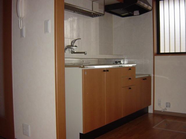 リヴィエール越戸B 101号室のキッチン
