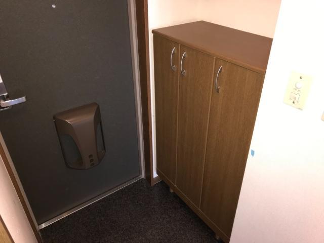 アメニティハイム・K 201号室の玄関