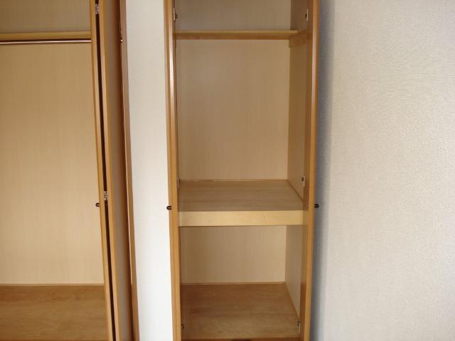 クオリティーハイツ 102号室の収納