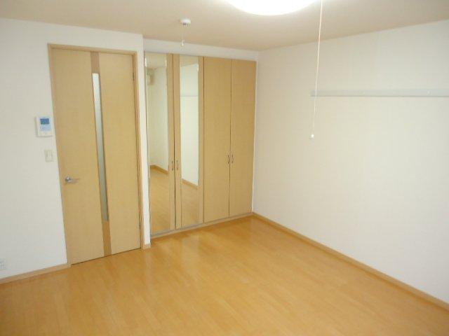 グランチェスタ 恵 101号室の居室