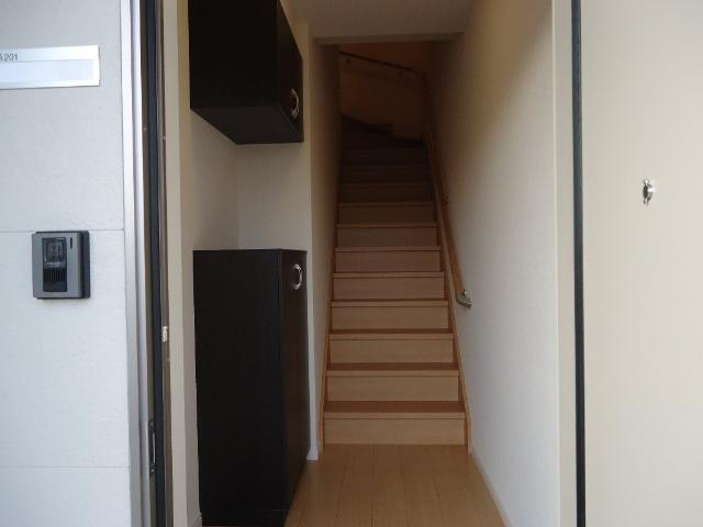 エストレイン 201号室の玄関