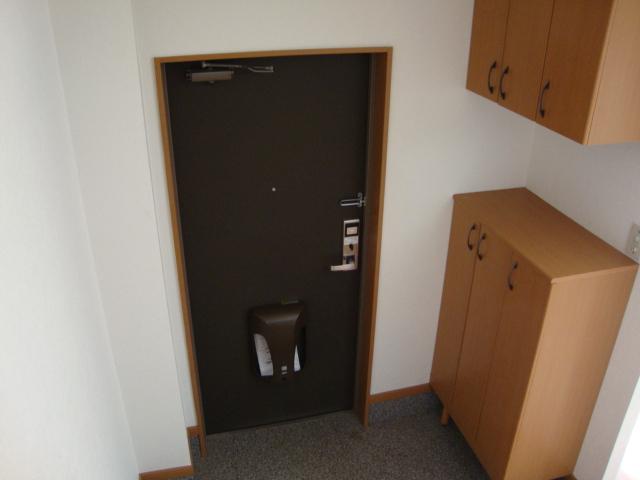 サンモールパレス 102号室の玄関