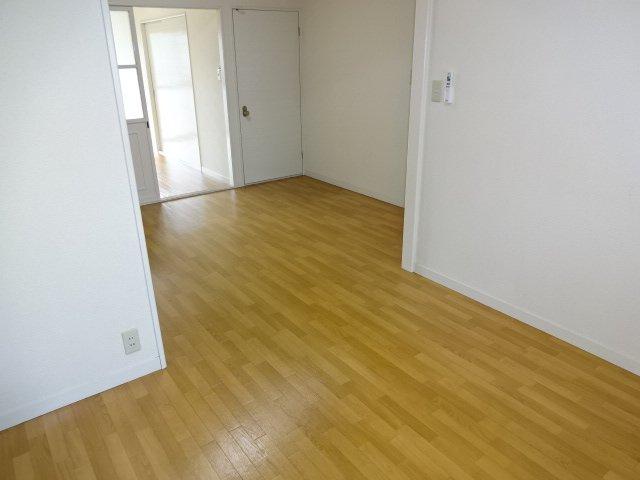 ハイツシュン 00101号室のリビング