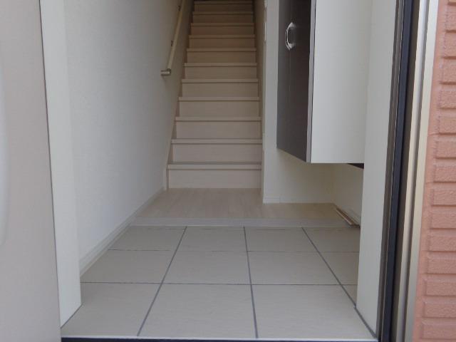 コンフォーレ・K 203号室の玄関