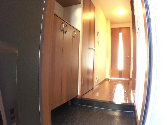 クリザンティーム 102号室の玄関