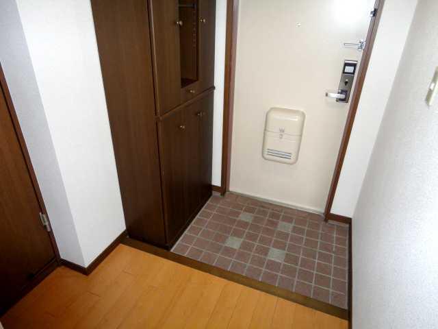 コンフォート雅 303号室の玄関
