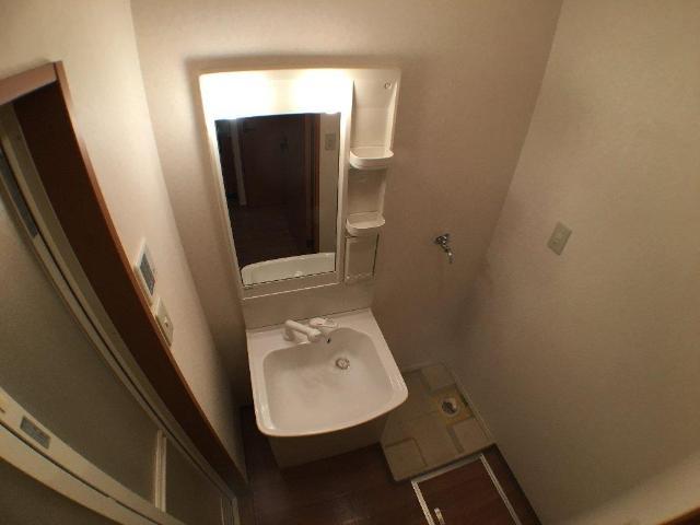 ティアラ 101号室の洗面所