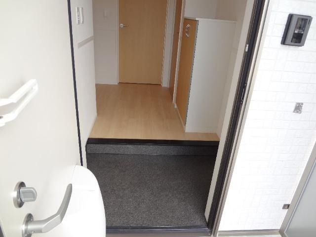 コンフォール 101号室の玄関