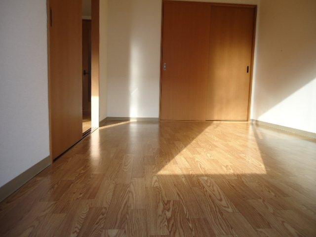 フォレスト粕川 B棟 101号室の居室