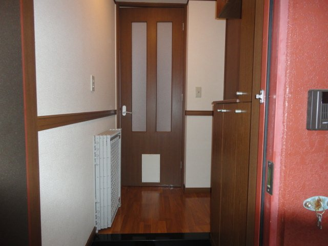 ラフォーレ今里 102号室の玄関