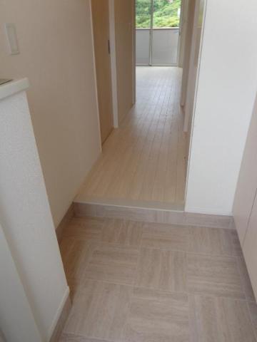 (仮称)知手中央 シェルルTPⅢ新築 206号室の玄関