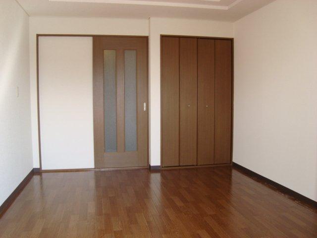 メゾン5 102号室のベッドルーム