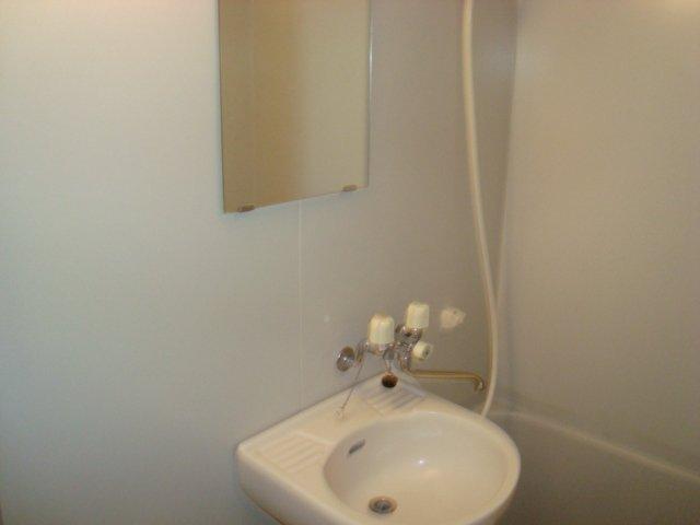 メゾン5 102号室の洗面所