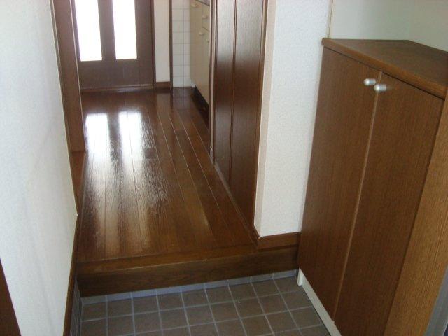 メゾン5 102号室の玄関
