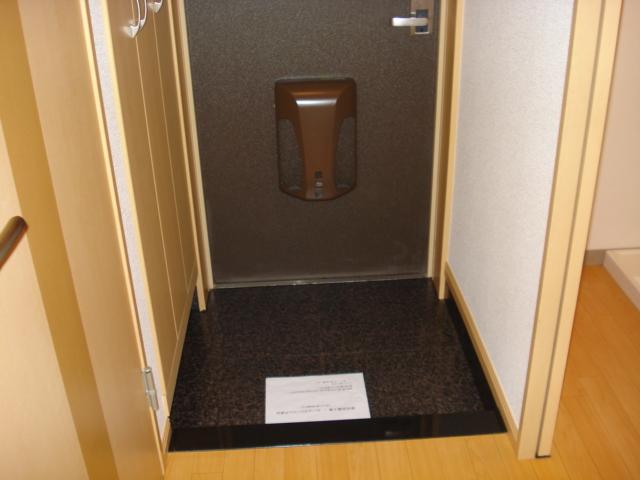 ルナフォレスタ 101号室の玄関