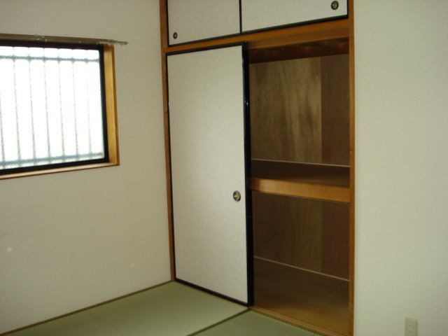グランチェスタ 00201号室の収納