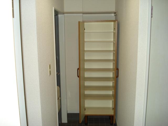 グランチェスタ 00102号室の玄関