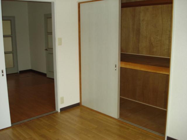 グランチェスタ 00102号室の収納