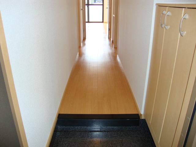 ガーデン鏡池 102号室の玄関