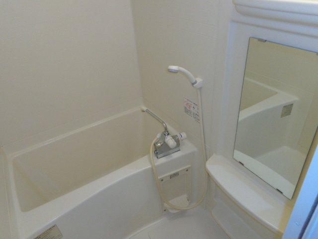 イーストパレス夢見月 207号室の風呂