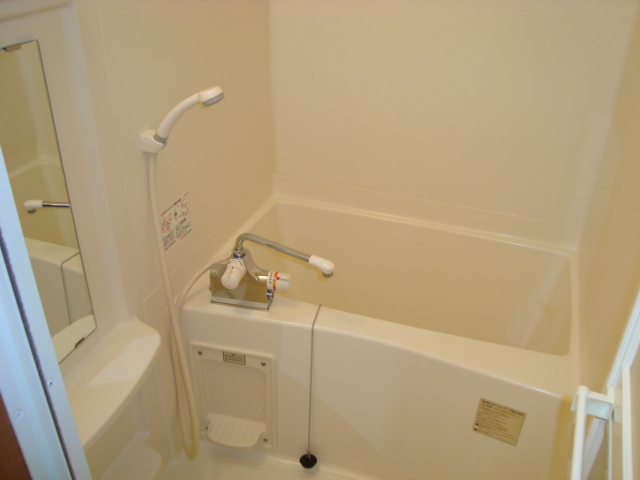 イーストパレス夢見月 102号室の風呂